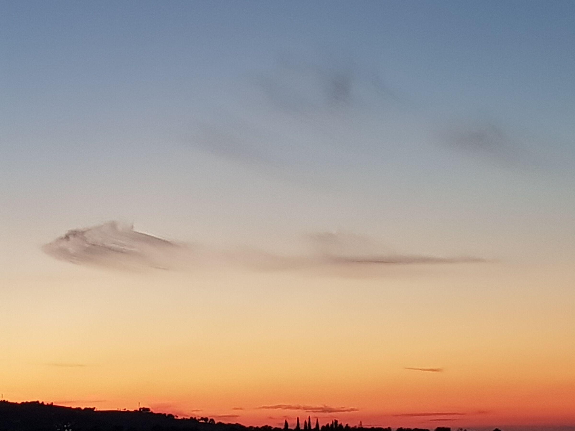 Nuvole strane al tramonto...