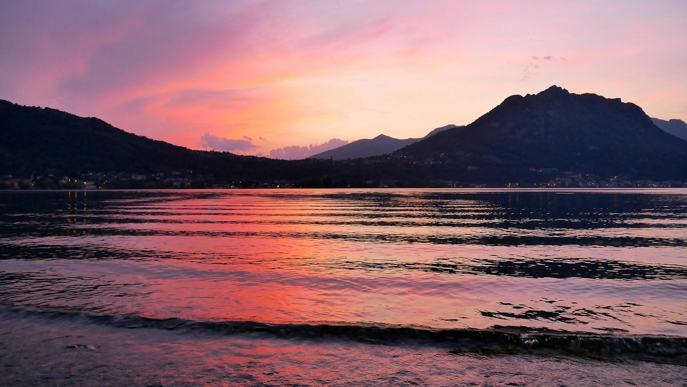 Tramoto sul lago di Garlate il giorno di Ferragosto...