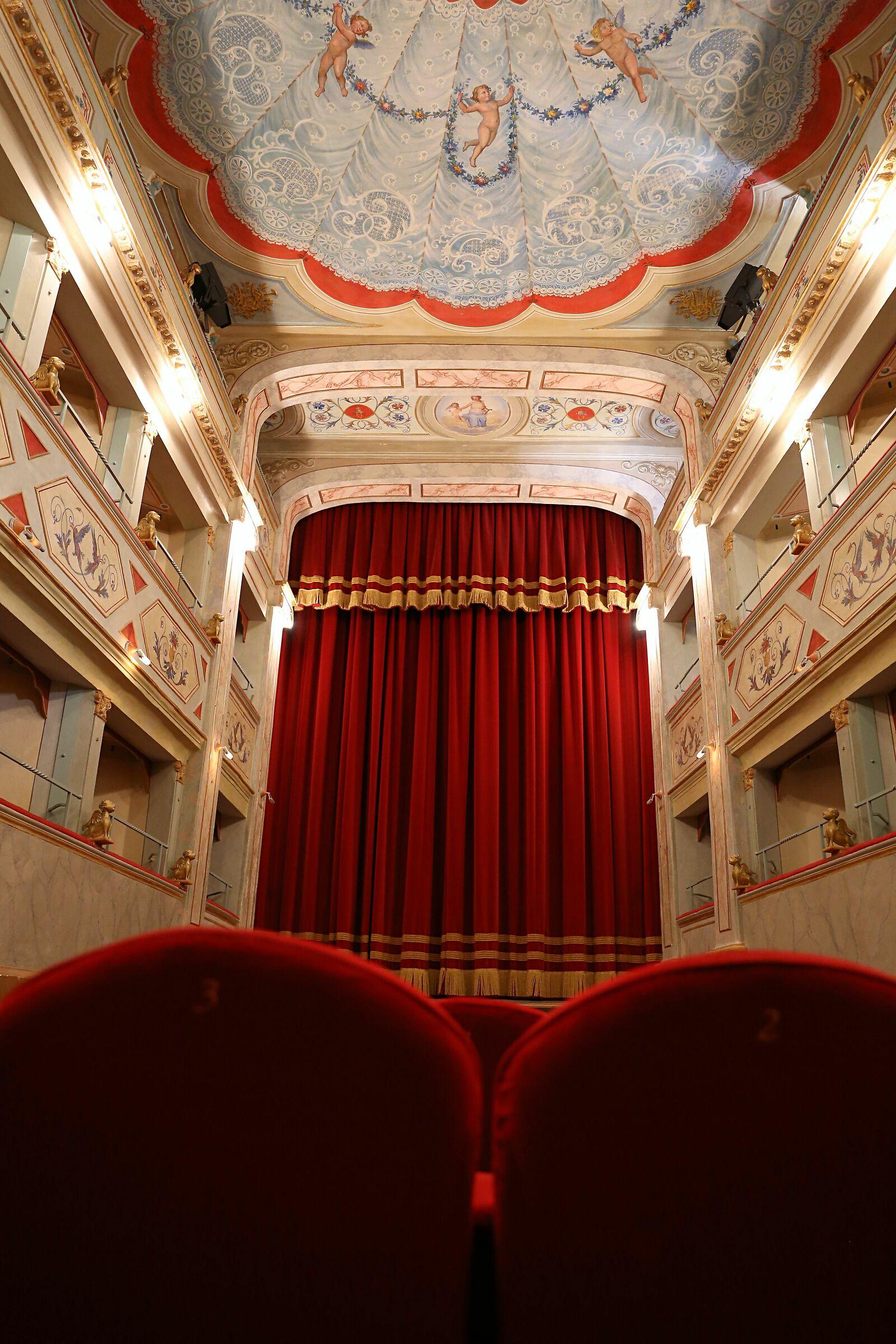 Teatro apollo Mondavio (Pu)...