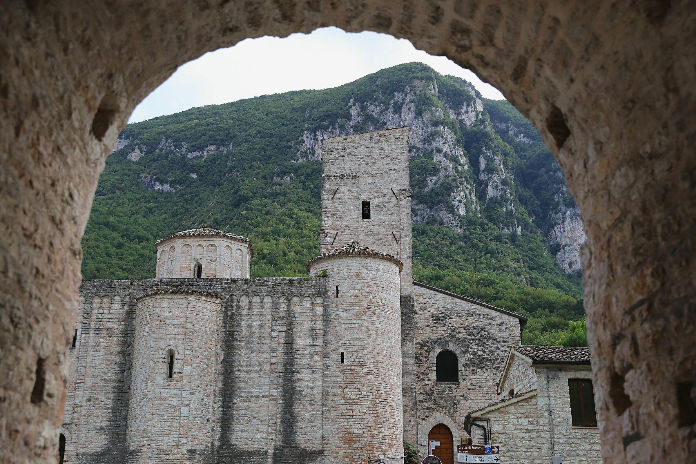 San Vittore di Genga (An)...