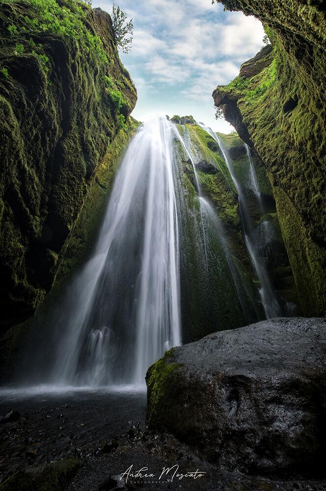 Glj'fraboi Waterfall (Iceland)...
