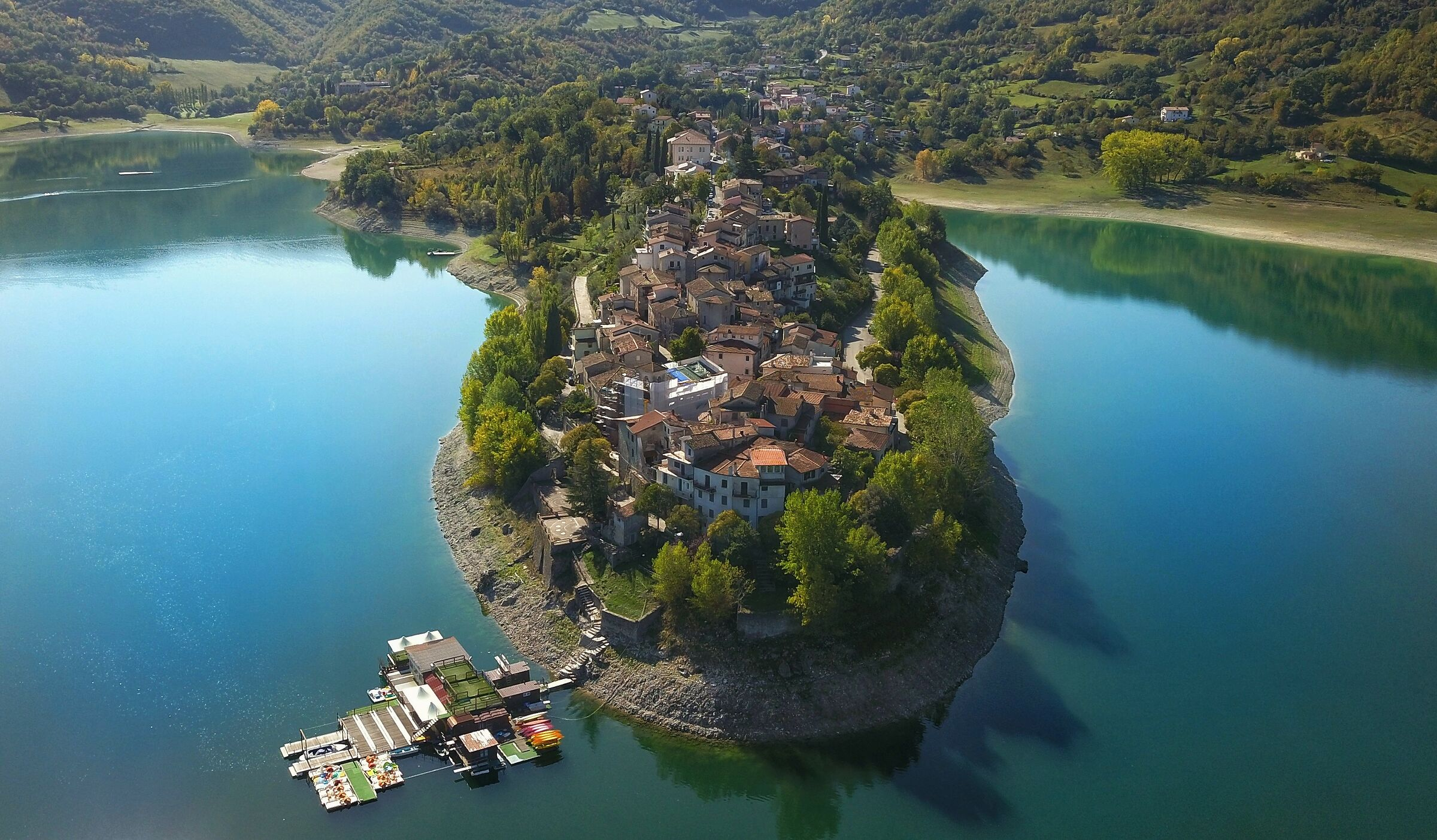 ..penisola sul lago.....