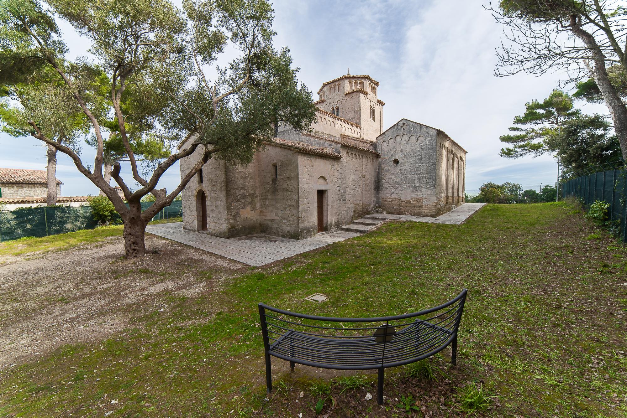 Panchina con vista su Chiesa di Santa Maria Portonovo...