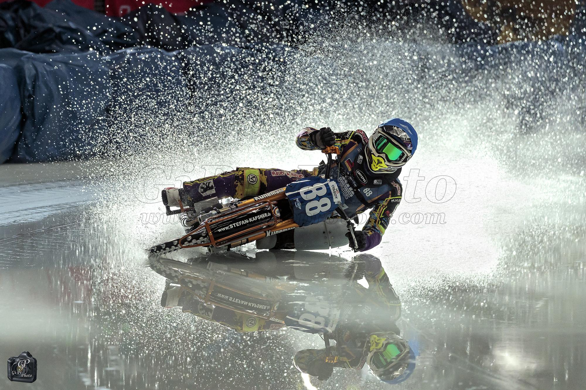 Eis Speedway 2019-Max Niedermaier in the mirror ...