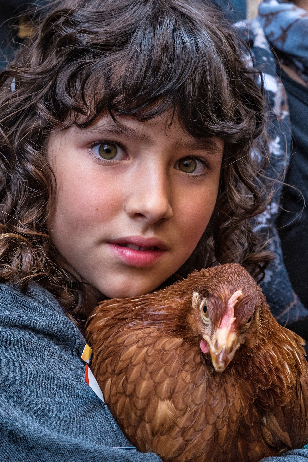The little girl with the hen ...