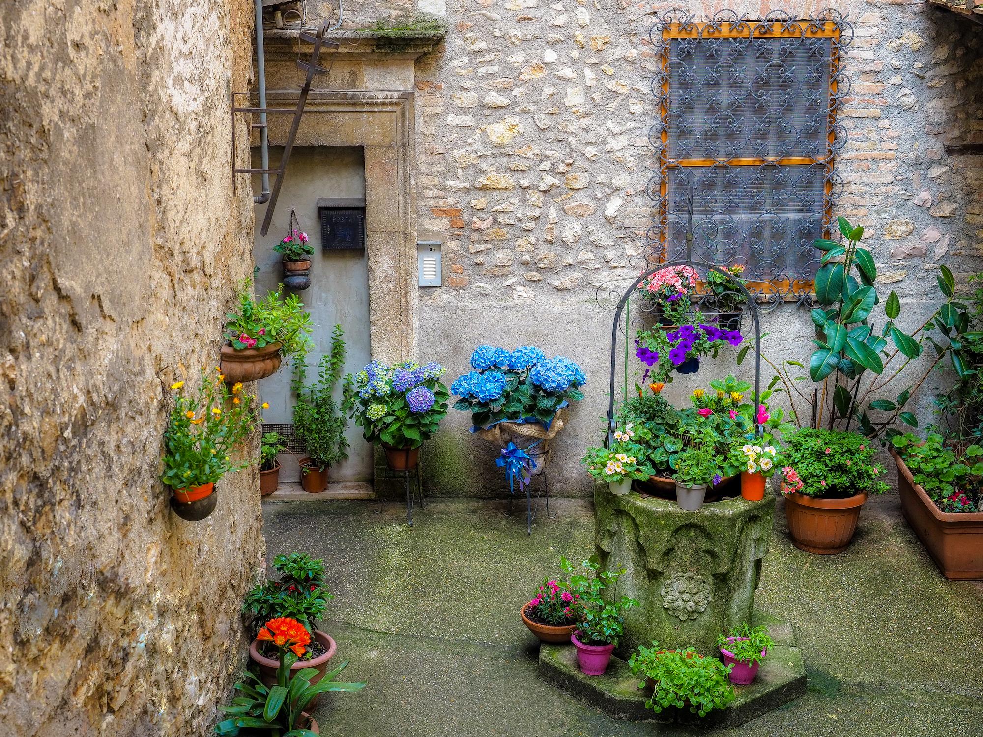 Between the alleys of Narni ...