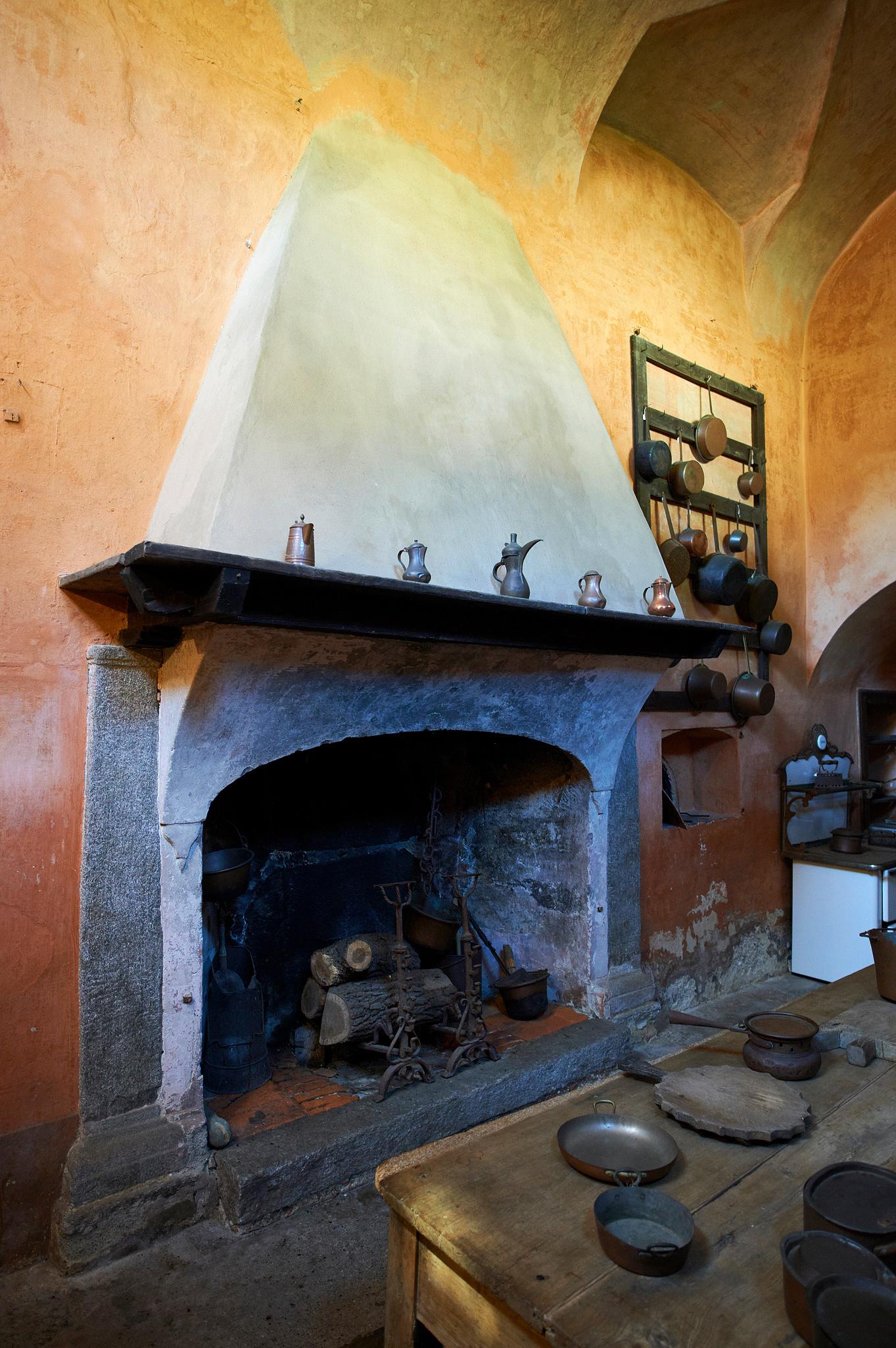 Il camino (Villa Della Porta Bozzolo - Casalzuigno)...