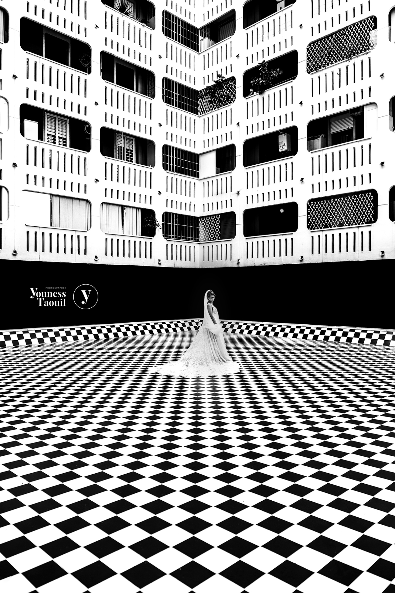 The Queen and her chessboard ...