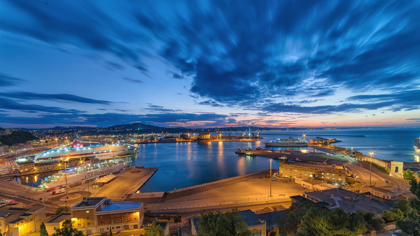 Veduta Porto Ancona tramonto...