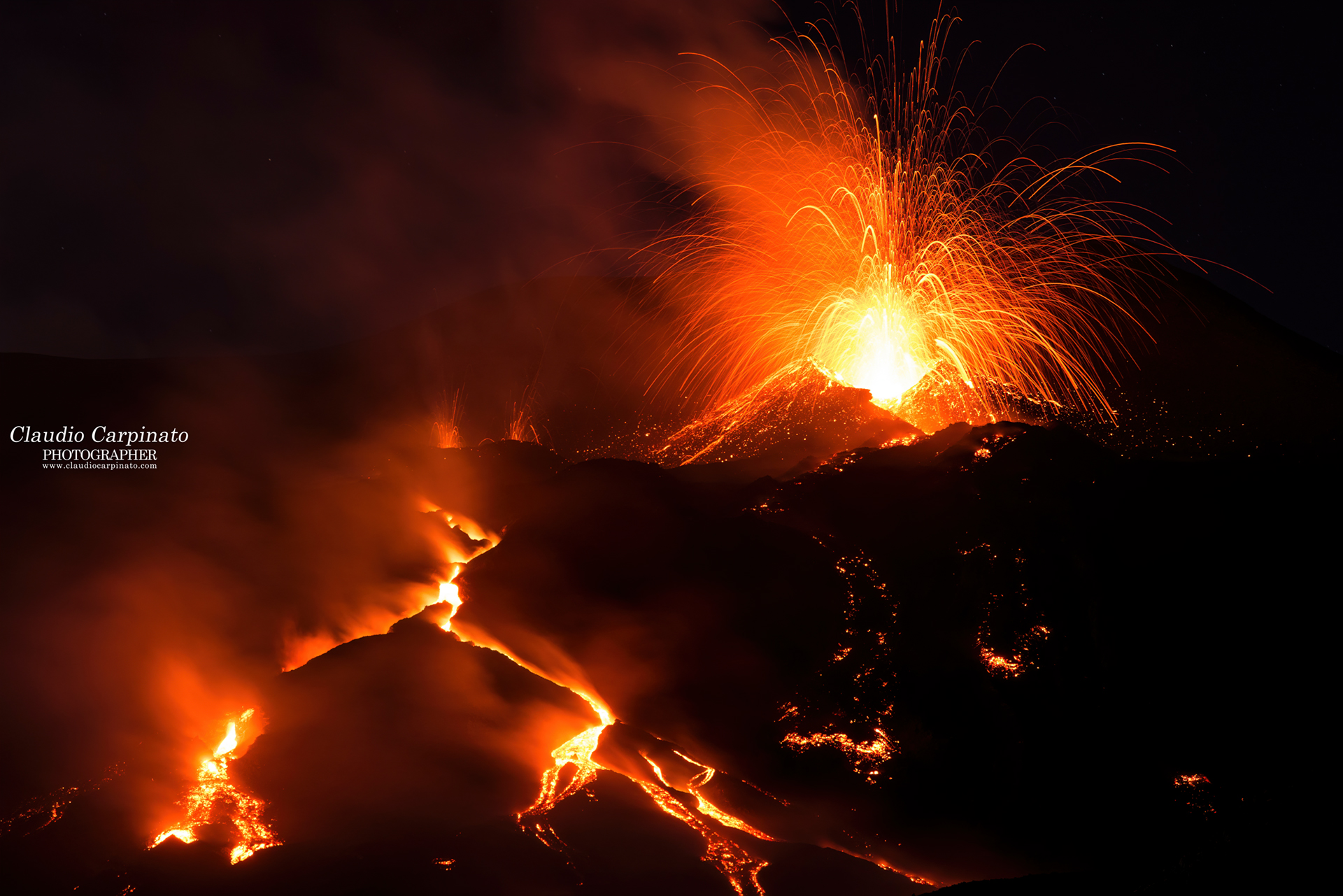 Etna, high-altitude explosions...