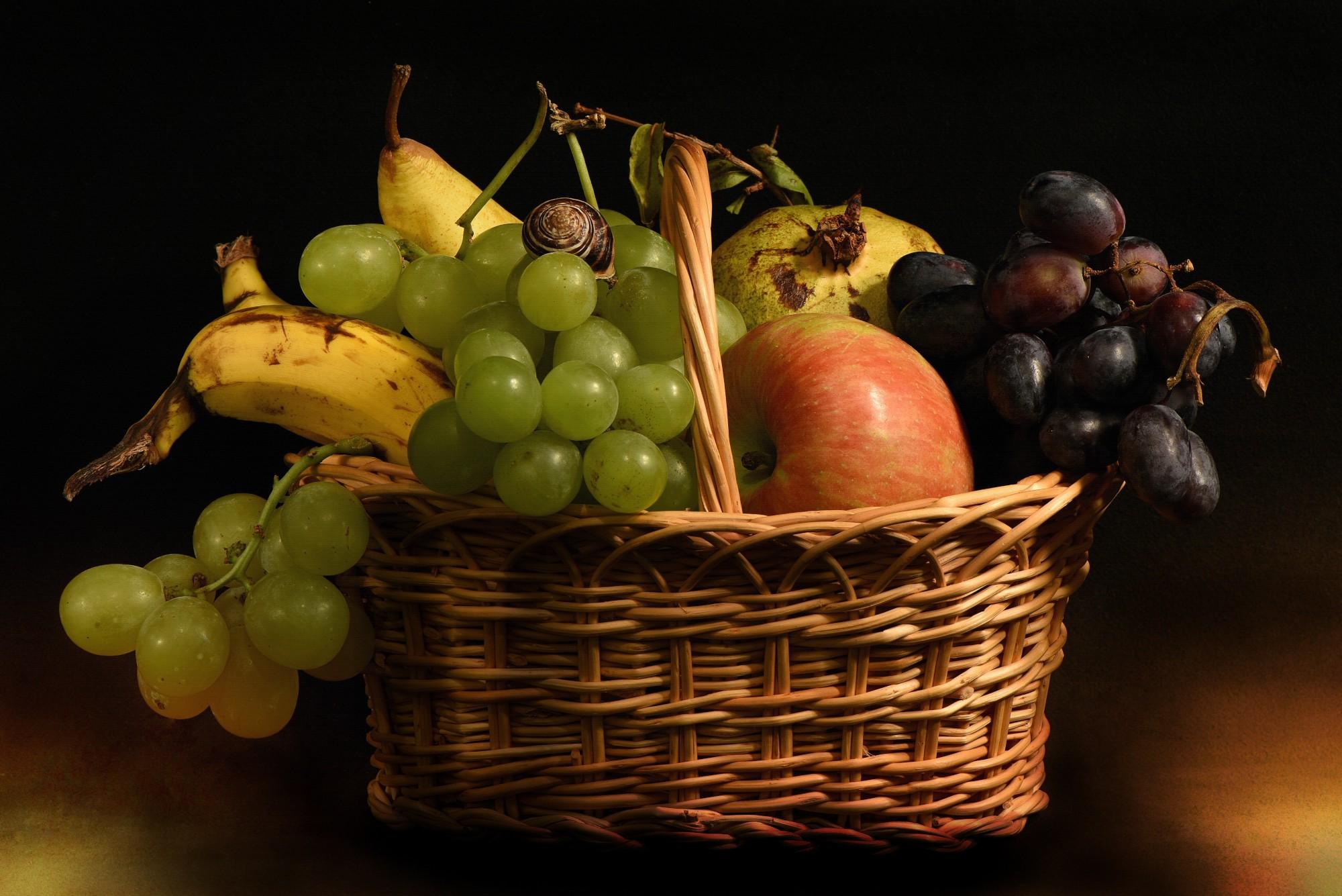 Canestro con frutta...