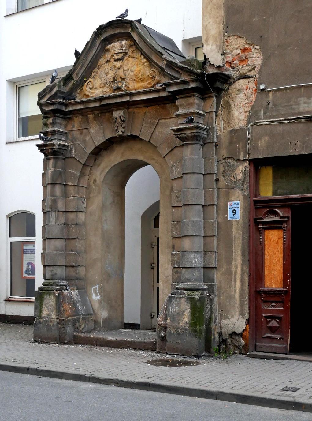 A gate to modernity...