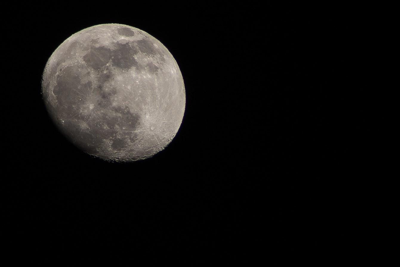 Primo scatto luna...