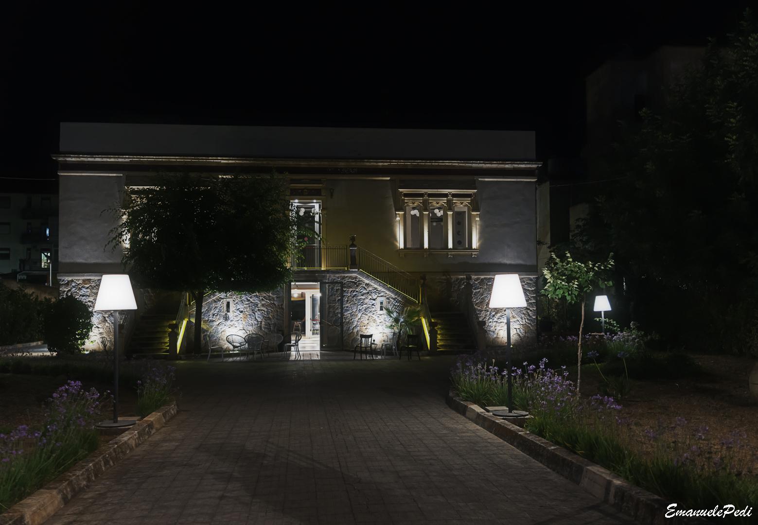 Villa ...