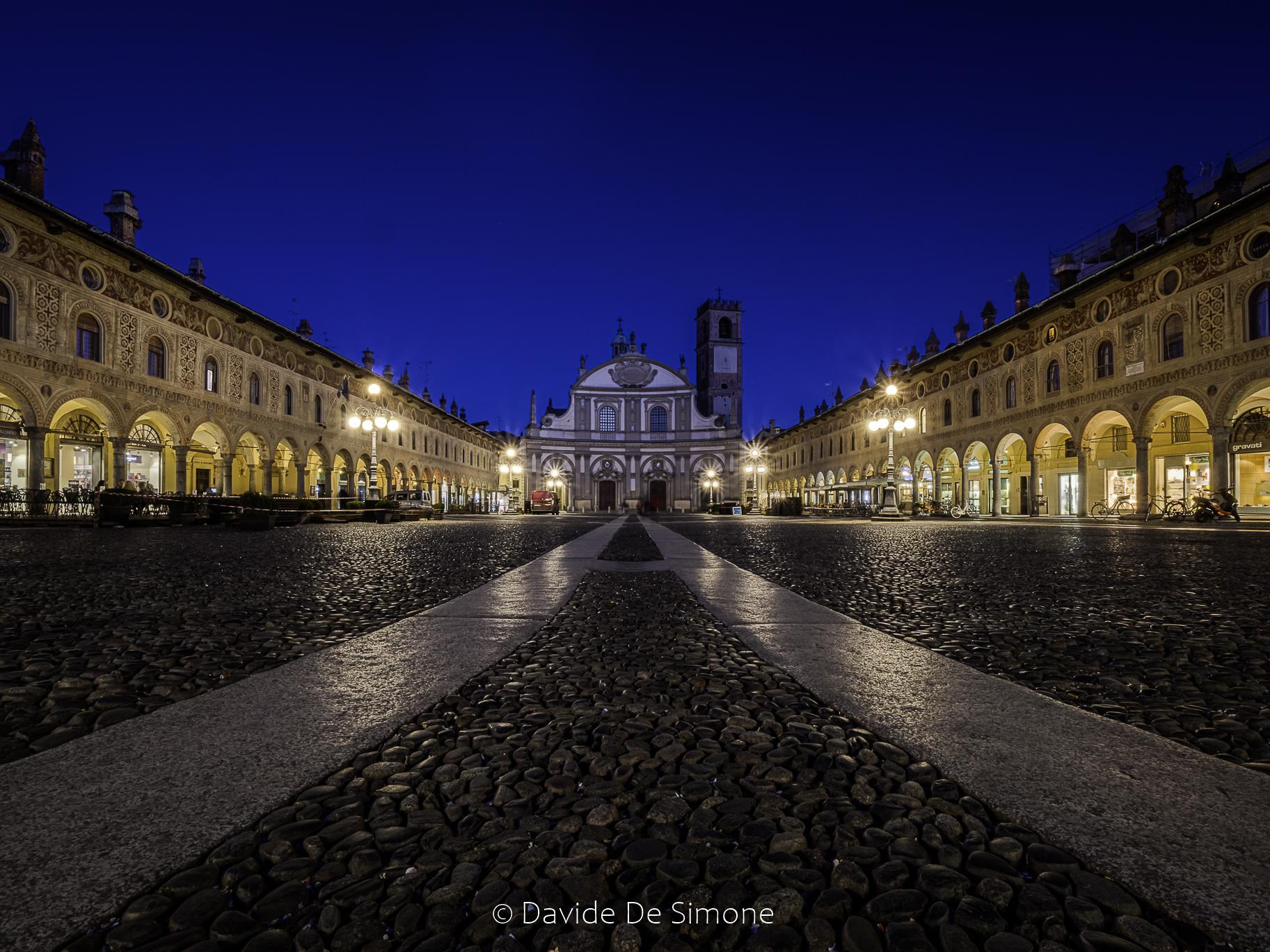 Ora blu a Vigevano...