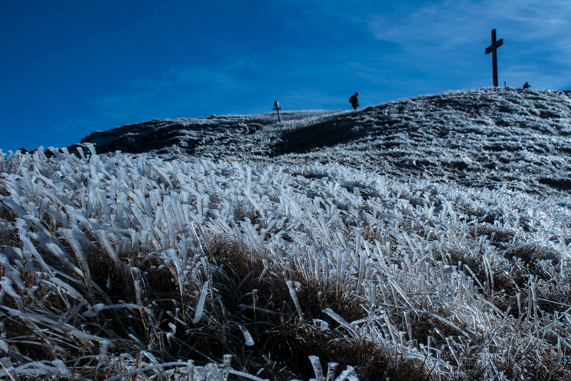 Arrival on the frozen summit...