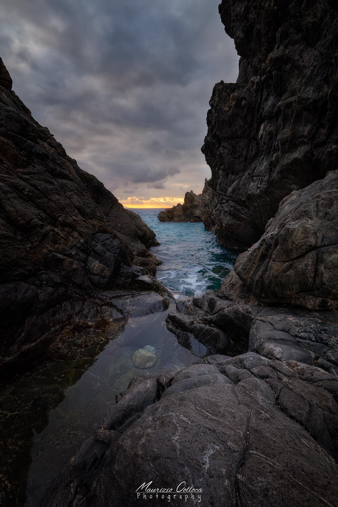Sunset in to the rocks...