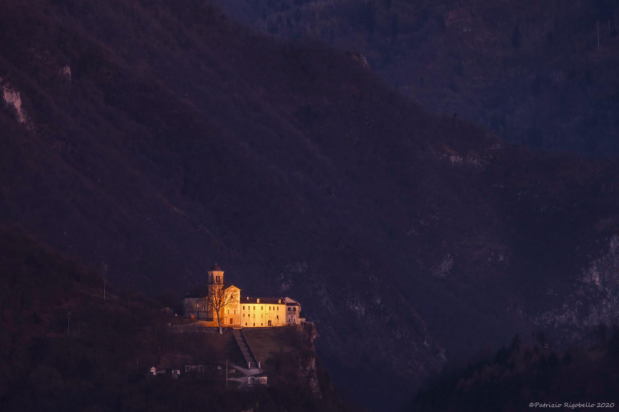 Night falls, Shrine of Saints Victor and Crown...