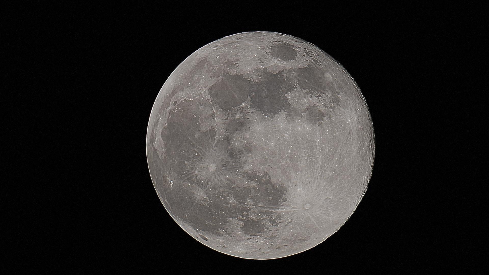 Luna del 7/5/2020, stack di 2000 fotogrammi...