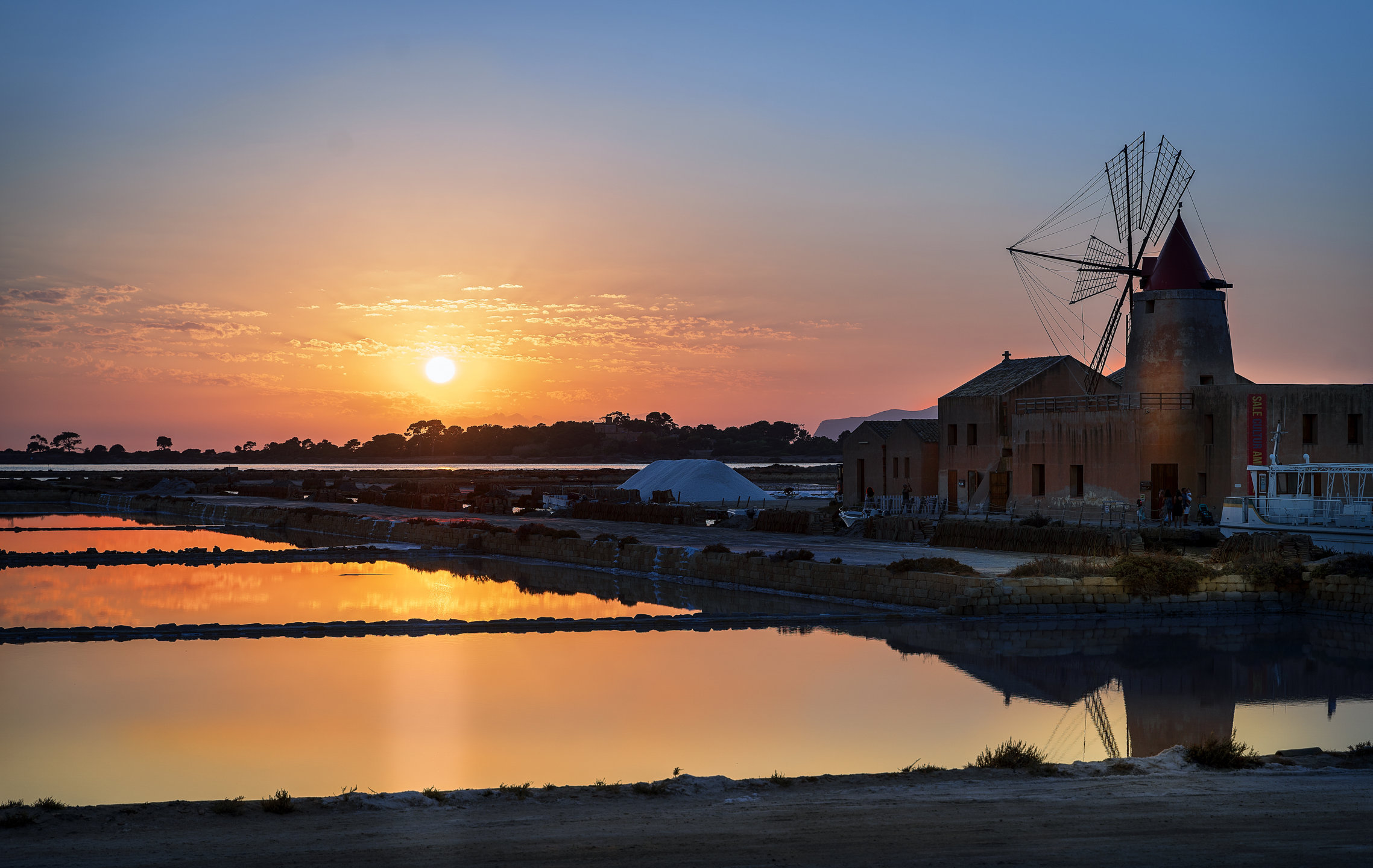 Marsala salt lagoon (Tp)...
