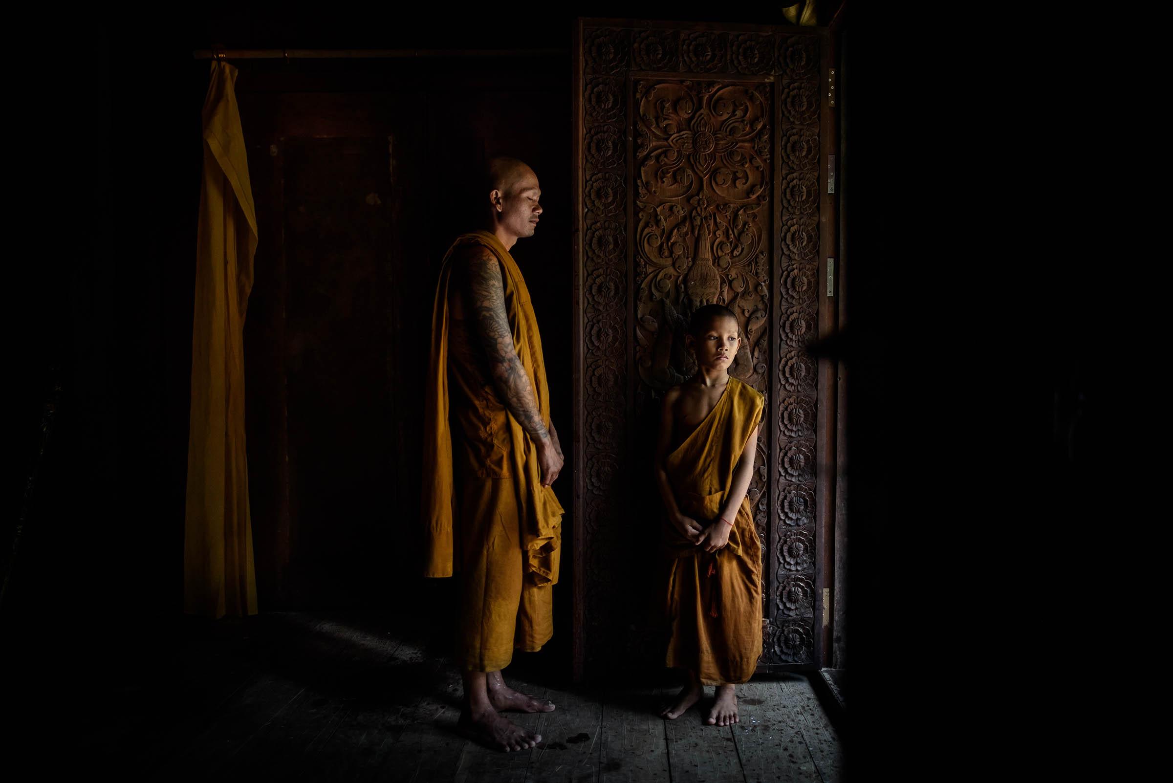 in un antico monastero, Angkor, Cambogia...