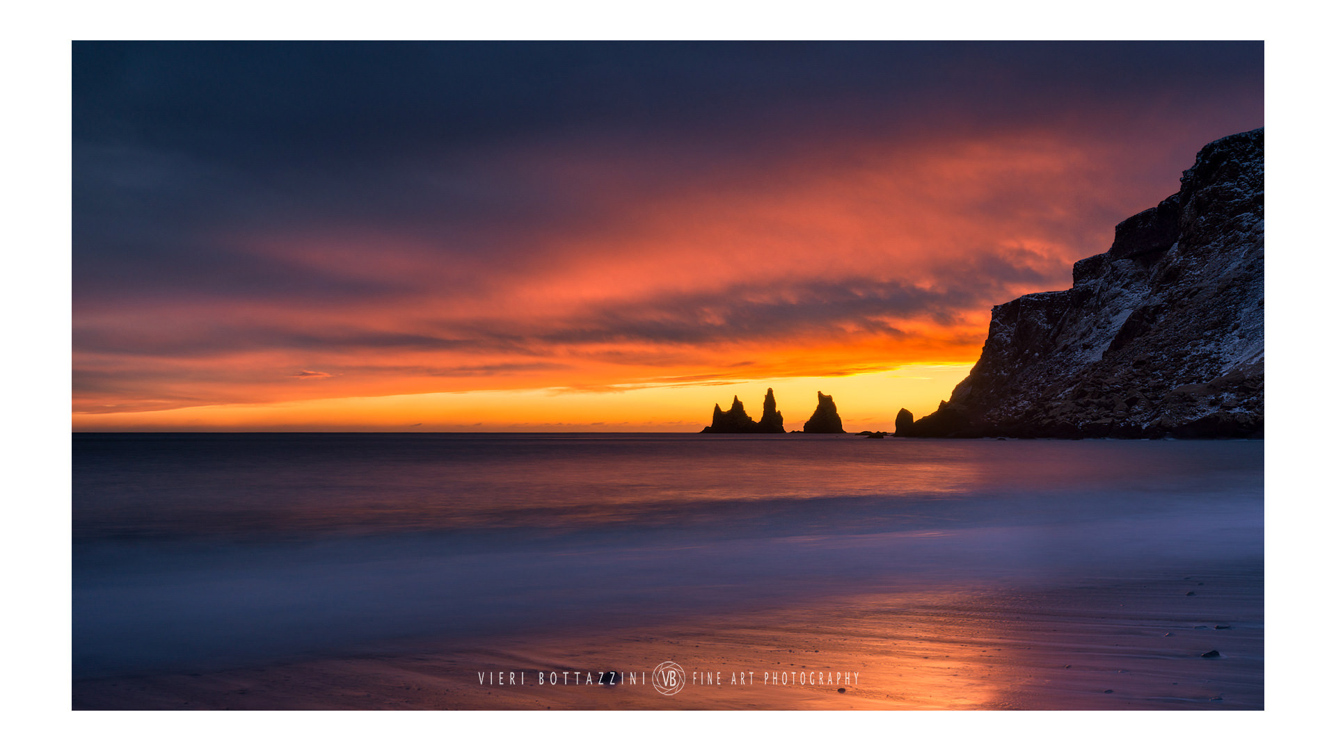 Sunset in Reynisdrangar...